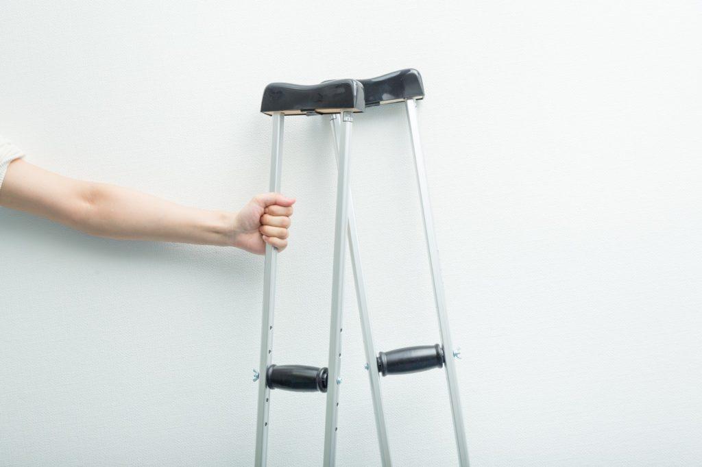 自転車事故 体験談 松葉杖